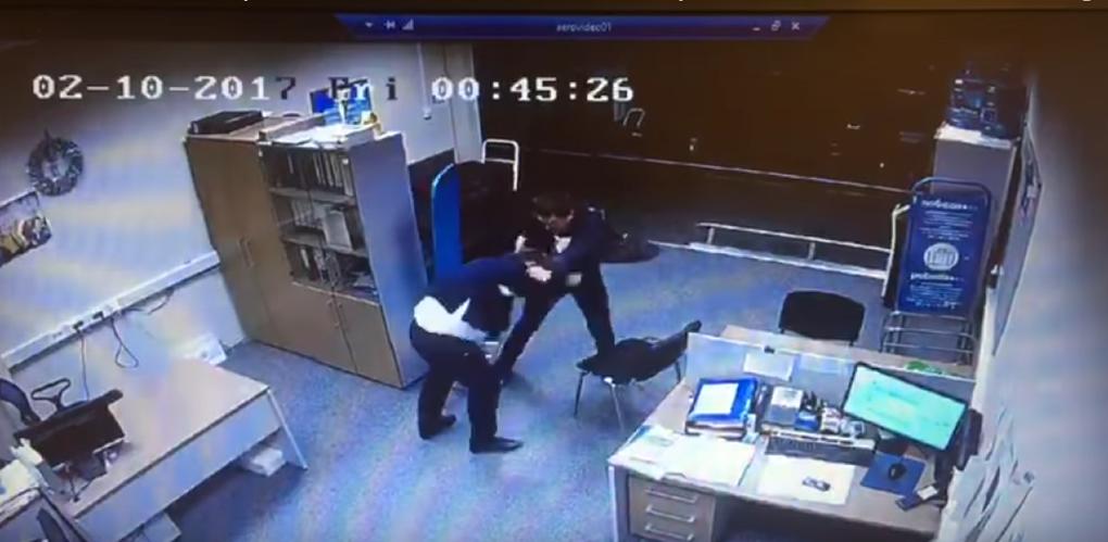 Пассажир «Победы» опоздал на рейс и избил сотрудника авиакомпании. Видео