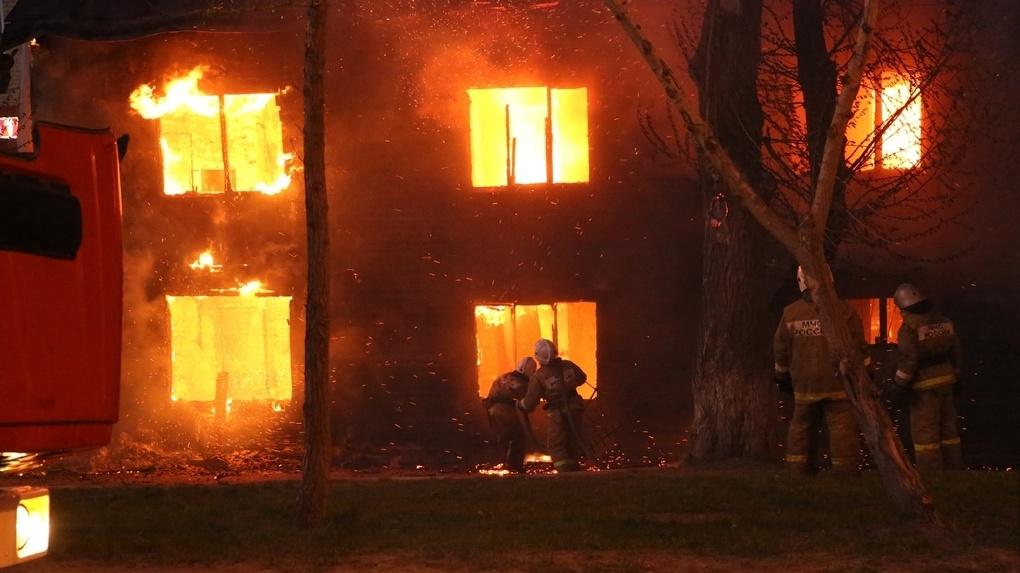 Бараки в Екатеринбурге 10 лет назад горели не так, как сейчас на Уралмаше. Четыре важных отличия