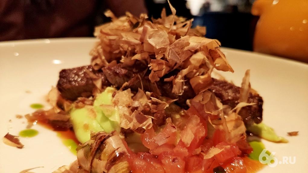 Тунец на говядине и греховный чизкейк: Яков Можаев ужинает в бистро «Горожане»