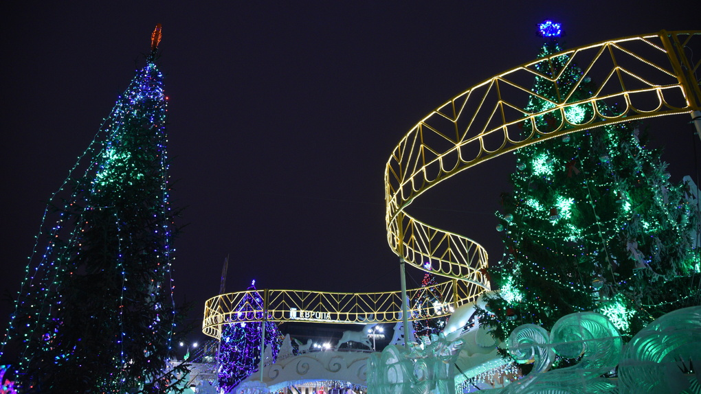 Где посмотреть на новогоднюю елку и прокатиться с горки. Карта ледовых городков Екатеринбурга