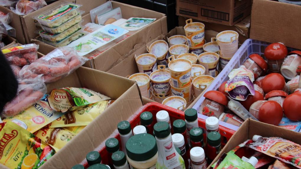 Еда для животных: как мясо, колбаса и сыр из крупных торговых сетей оказываются на прилавках черных торговцев
