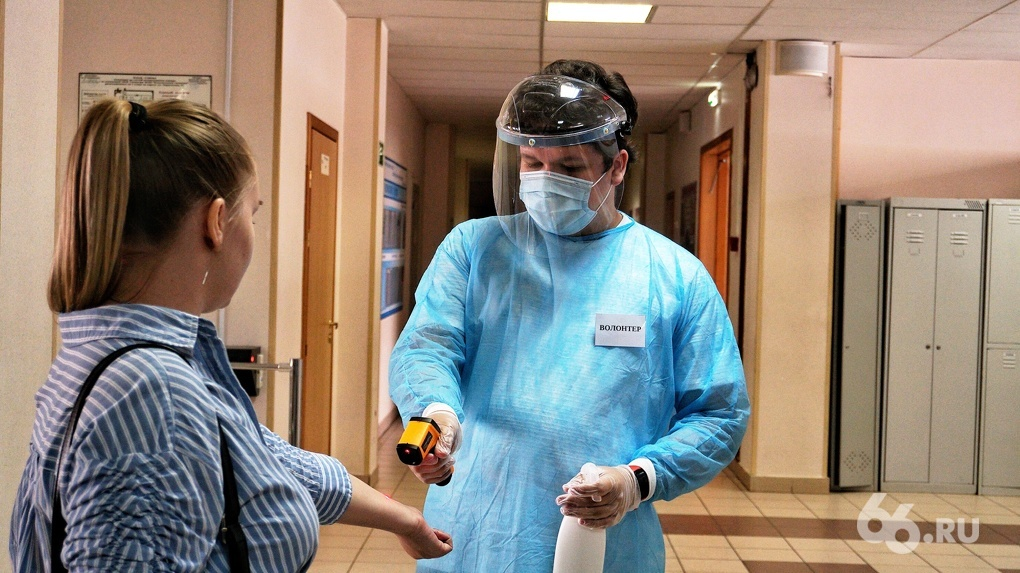 За три дня коронавирус обнаружили в четырех школах Екатеринбурга. Две закрыли полностью, две частично