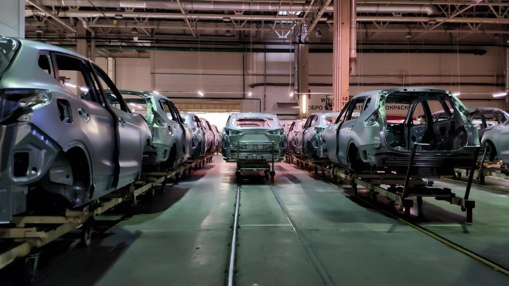 «Машины сами себя не соберут»: российские автозаводы проигнорировали карантин