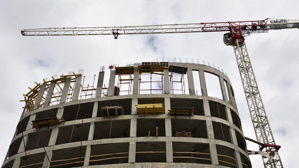 «Мэрия не понимает суть градостроительного развития»: глава Минстроя — о войне чиновников с застройщиками