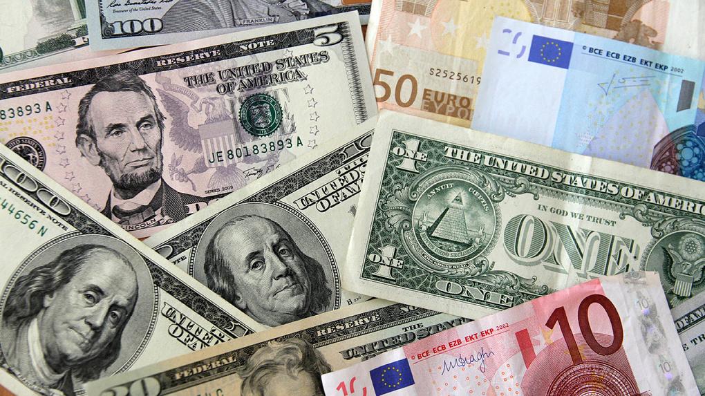 Евро подорожал до 78,4 рубля и продолжает расти