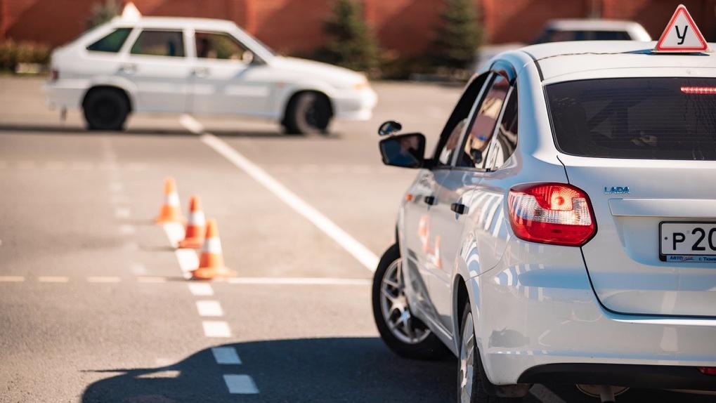 На одного автолюбителя станет больше: «Радио Рекорд» подарит сертификат в автошколу