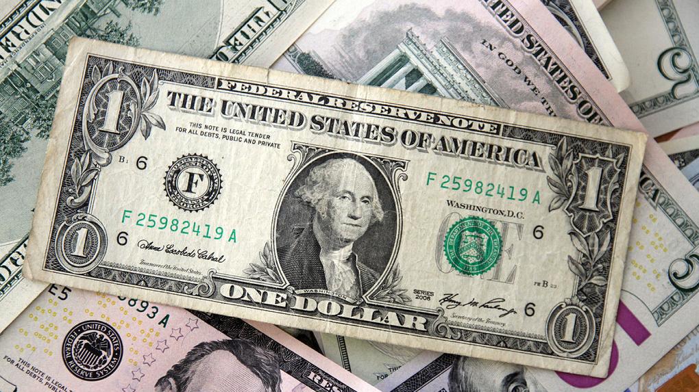 Россия продает доллары и покупает юани, чтобы отомстить США за санкции. К чему это приведет?