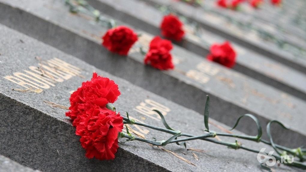 Минсоцполитики отказывается платить похоронщикам за надгробья героев. Родственники умерших идут в суды