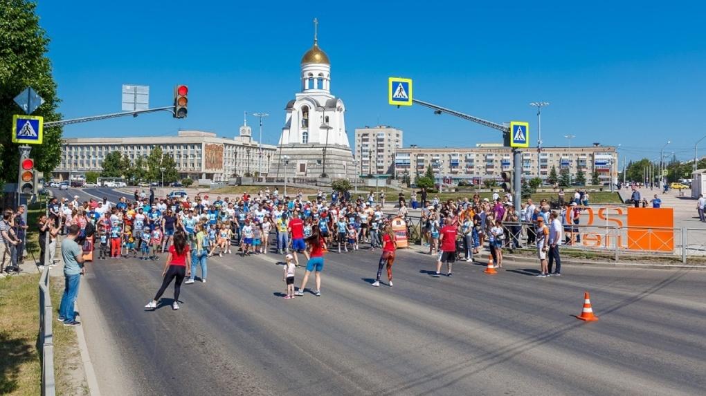 «Бежим с добром»: благотворительные забеги прошли в Каменске-Уральском и Орске