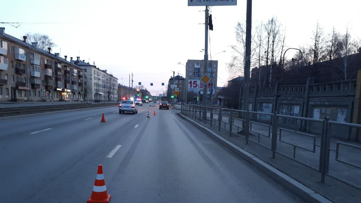 ВЕкатеринбурге шофёр Мерседес сбил насмерть пешехода и убежал