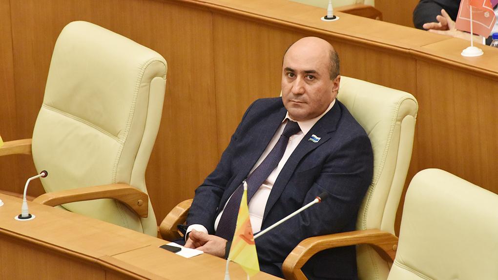 Суд отказался возвращать мандат изгнанному из Заксобрания Армену Карапетяну