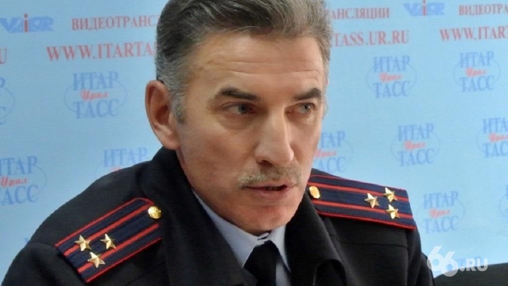 «Он прямо сейчас пытается сохраниться». Юрий Демин подключил московские связи, чтобы не уйти на пенсию