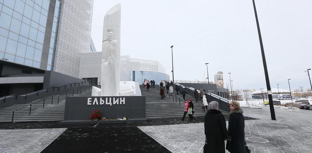 В Екатеринбурге запускают автобусные и пешие экскурсии по местам Бориса Ельцина