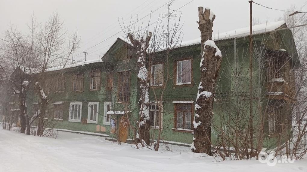 Многодетная семья, которую выселяют из аварийного дома, получит 3,5 млн рублей после публикации 66.RU