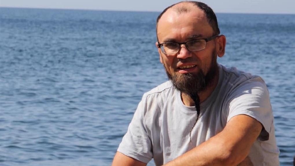 «Его видели с бомжами»: дайвера, пропавшего в море 2 месяца назад, ищут на суше родственники и волонтеры