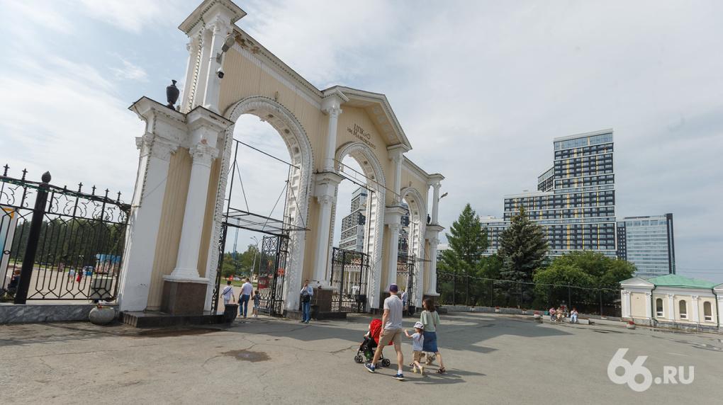 Мэр отдал парку Маяковского землю перед входом, чтобы разогнать дикие батуты и «лопни шарики»