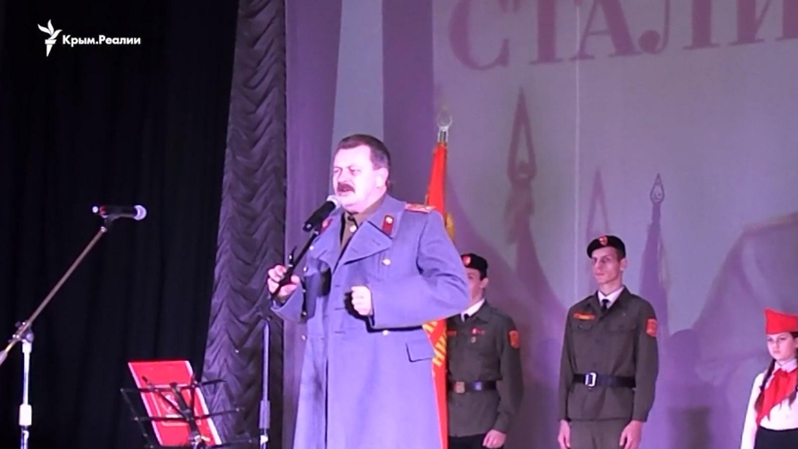 Севастополь: коммунисты приняли детей впионеры ихором спели «Верните Сталина»