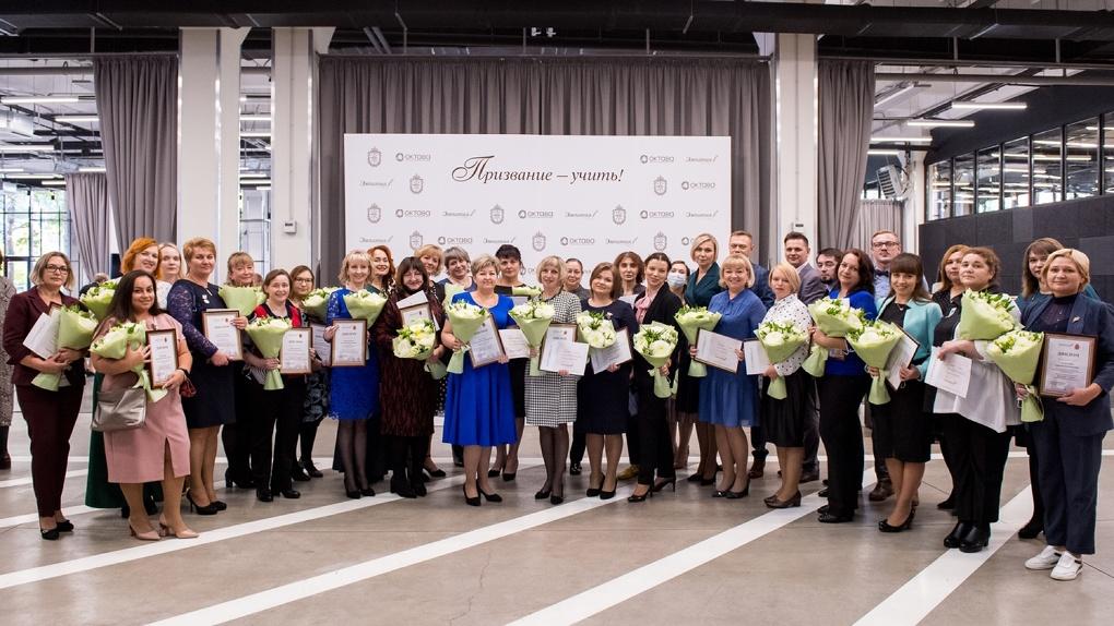 Способ сказать «спасибо». Фонд «Эмпатия» будет ежемесячно выплачивать по 15 000 рублей 560 учителям