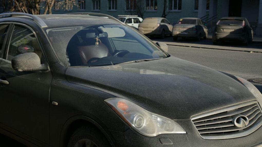 «Стукачи и крысы позорные»: в Академическом затравили женщин, которые жалуются на гряземесов в ГИБДД