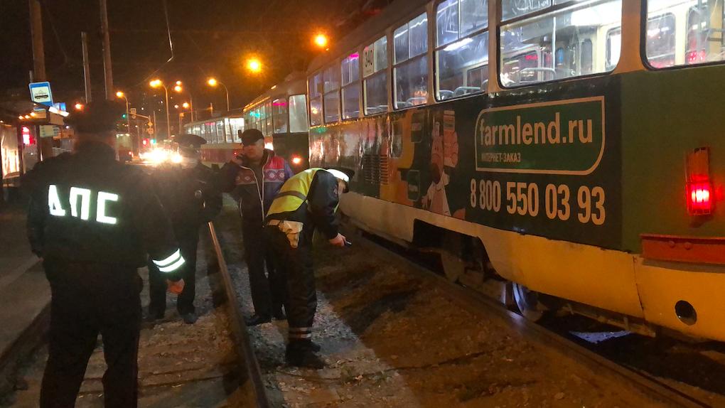 На Ботанике девочка-зацепер погибла под колесами трамвая