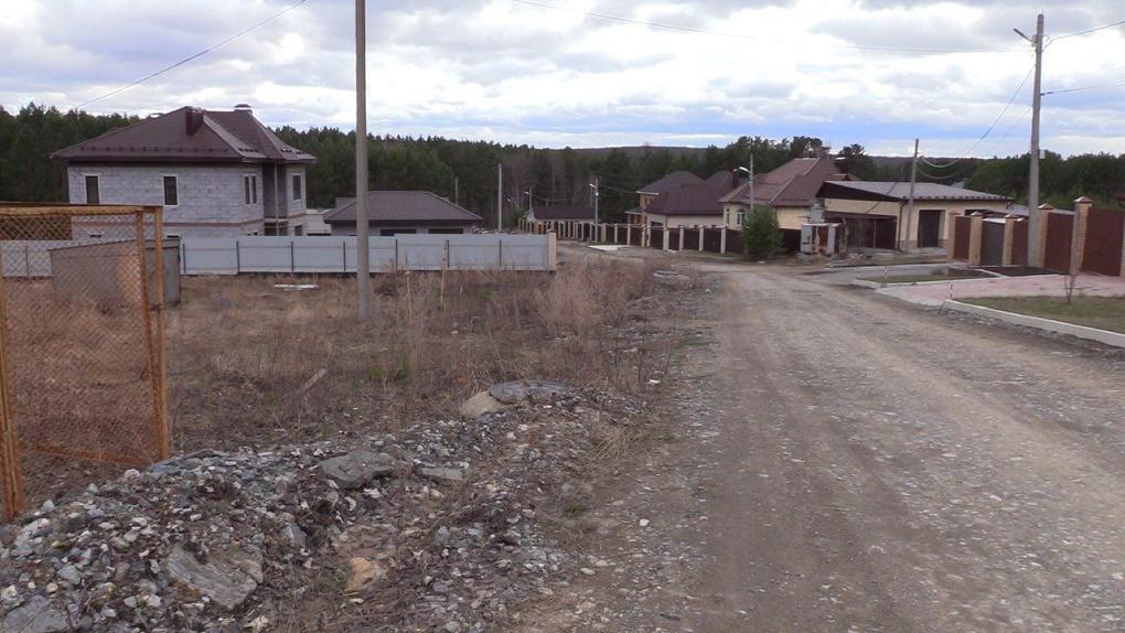Мелкие бизнесмены и пенсионеры строили дома в поселке для богатых. Теперь их судят по уголовной статье