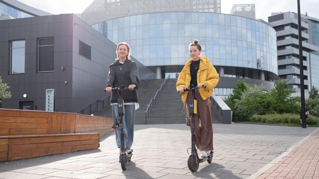 Защитить пешеходов от гонщиков на электросамокатах можно легко и просто. Решение для городских властей