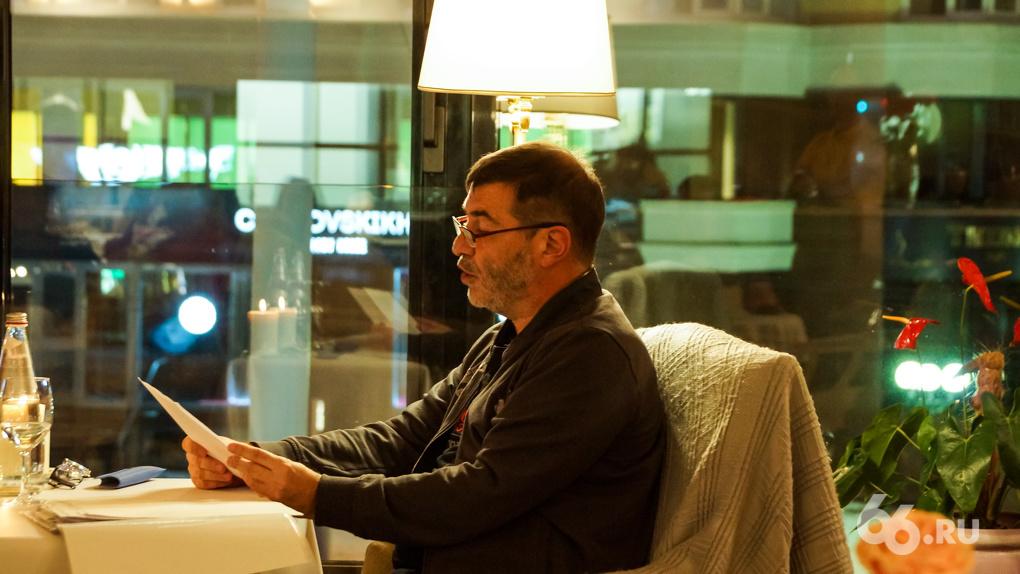 Евгений Гришковец 3,5 часа читал свой новый роман в екатеринбургском кафе. Репортаж с закрытой встречи