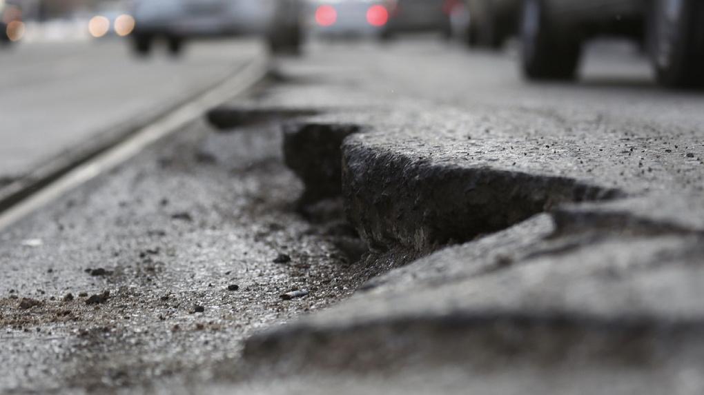 По дорогам Свердловской области запретили ездить большегрузам
