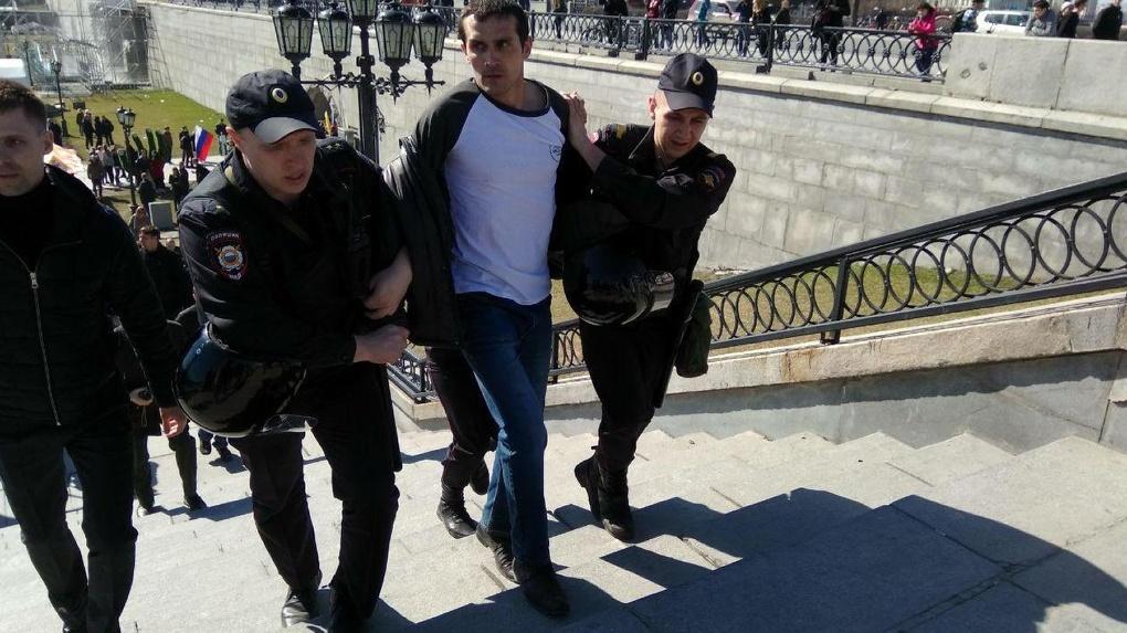 Задержанного на митинге «Он нам не царь» оштрафовали на 600 рублей