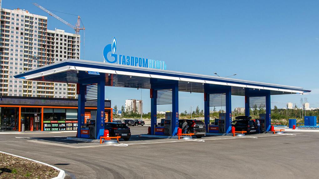 «Экономит время заправки вдвое». В Академическом открыли новую высокотехнологичную АЗС «Газпромнефть»