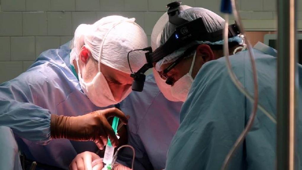 Врачи из Екатеринбурга первыми в стране провели уникальную операцию ребенку