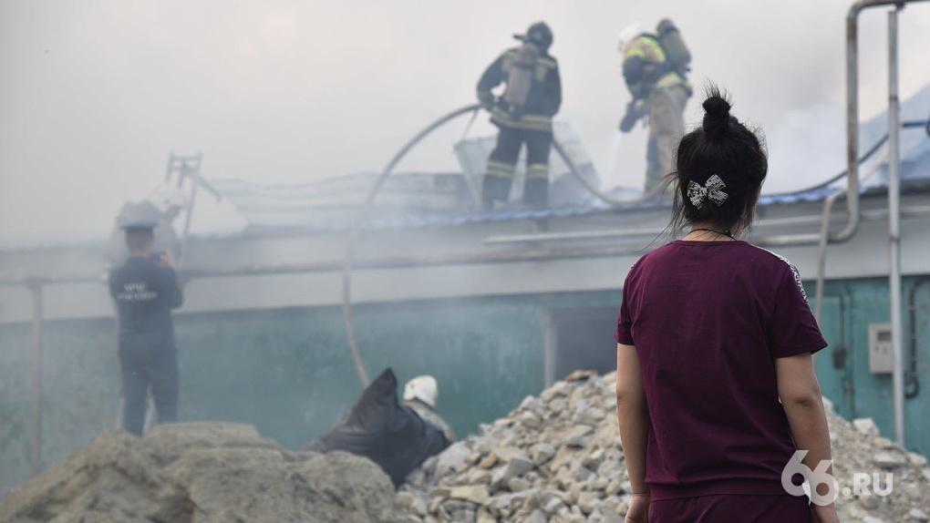 За четыре аномально жарких дня в Екатеринбурге произошло девять крупных пожаров. Фото и карта