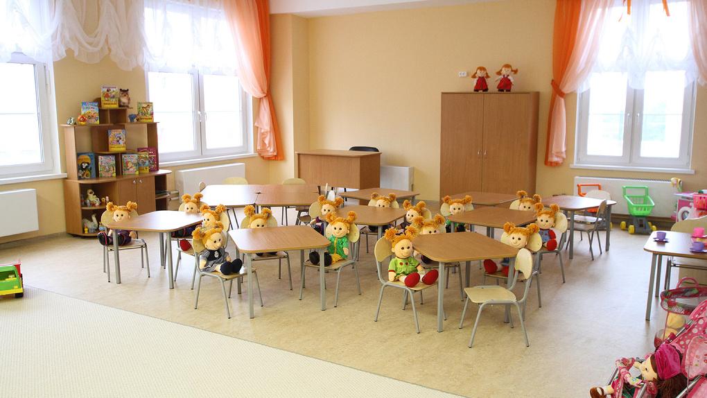 В Екатеринбурге неадекватный мужчина в трусах проник на территорию детсада