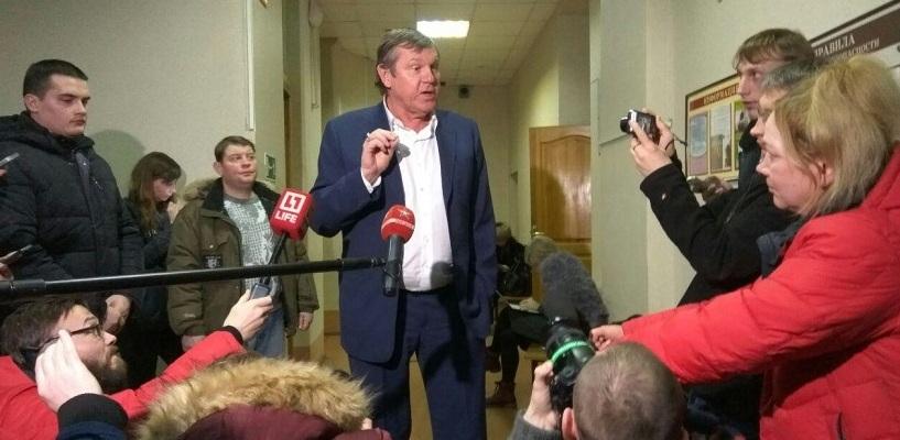 Все судебные споры Александра Новикова: в чем на самом деле обвиняют барда и что ему за это будет