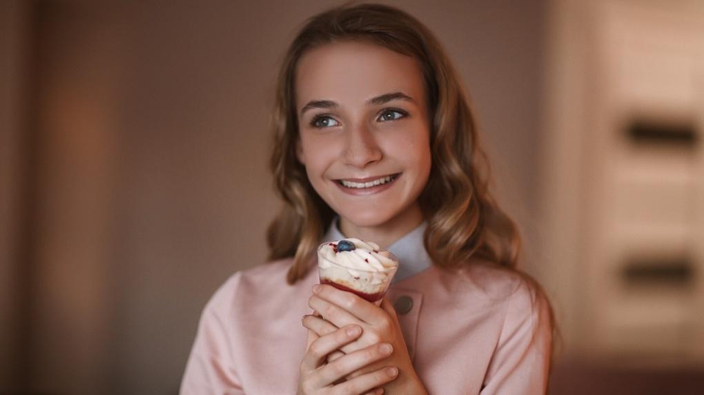 «Днем школа, ночью — тортики»: школьница открыла бизнес в 12 лет