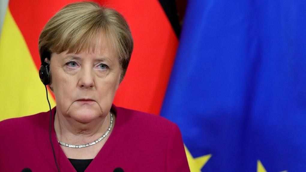 Германия ввела жесткий карантин до середины января. Там запрещено даже пение в церквях