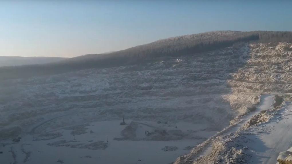 «Разрушение экосистемы вместо парка»: у скал Петра Гронского вырубают гектары леса под гранитные карьеры