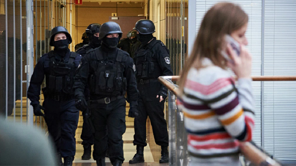 В Екатеринбурге силовики устроили обыски у приверженцев мистика Ошо