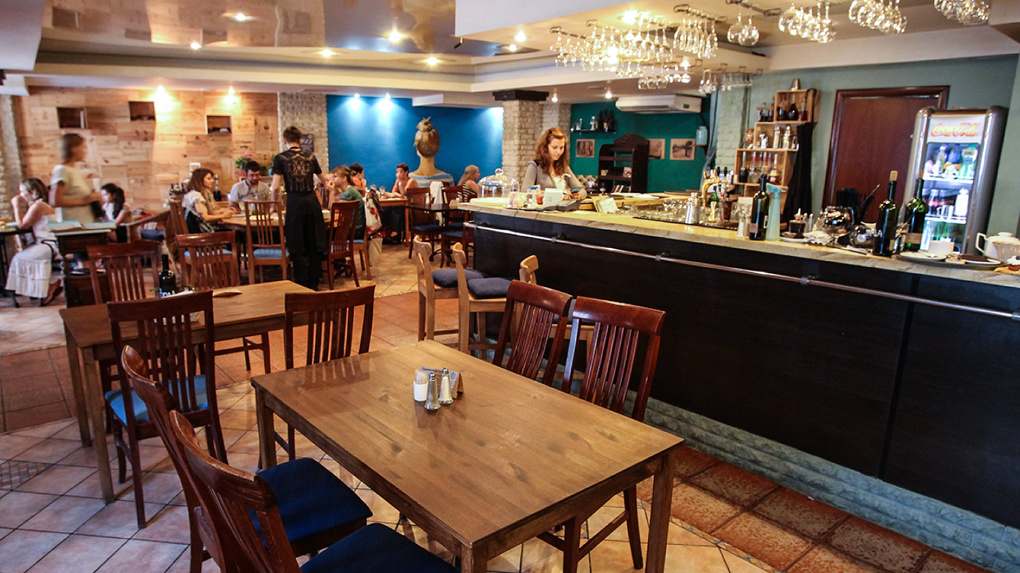 В Москве ходить в рестораны и бары после 23:00 разрешат только привитым от коронавируса
