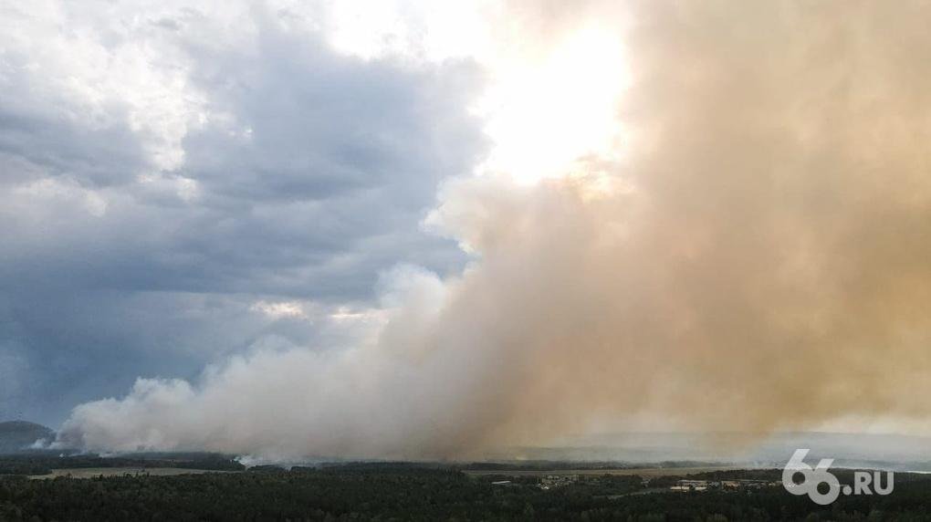 В двух городах Свердловской области из-за лесных пожаров ввели режим чрезвычайной ситуации