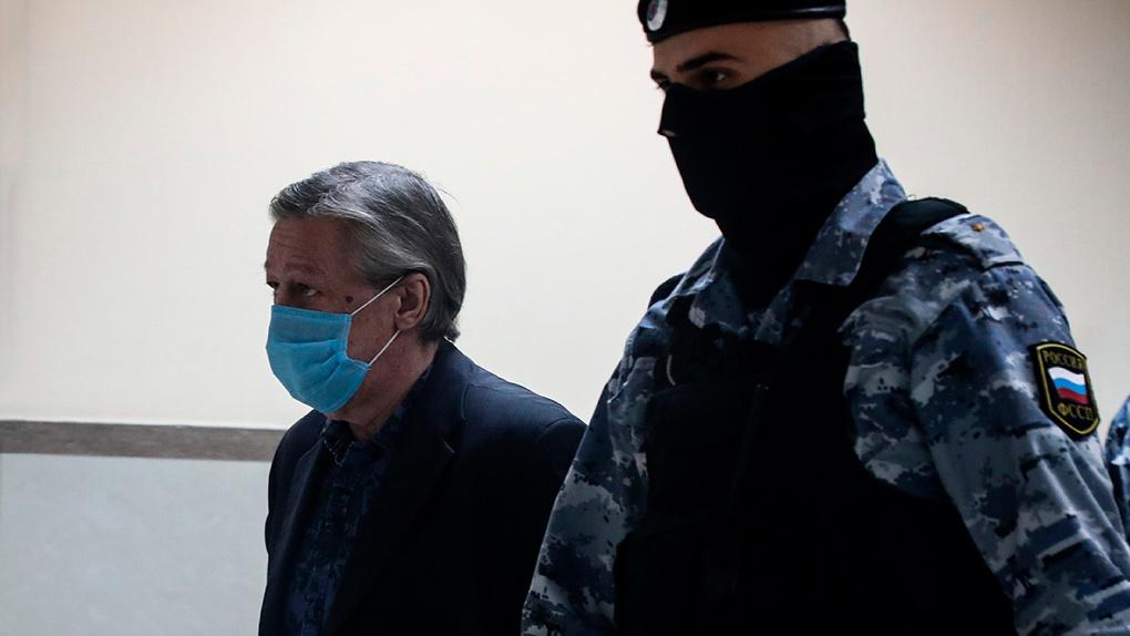 Суд изменил приговор актеру Михаилу Ефремову за пьяное ДТП