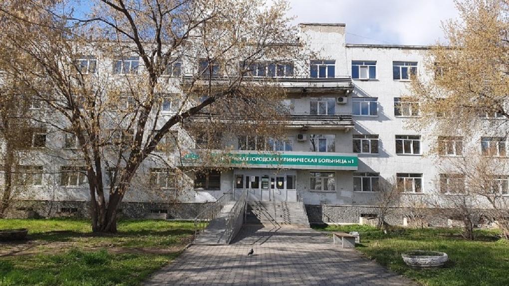 Горбольница №1, где произошла вспышка коронавируса, открывается для экстренной помощи