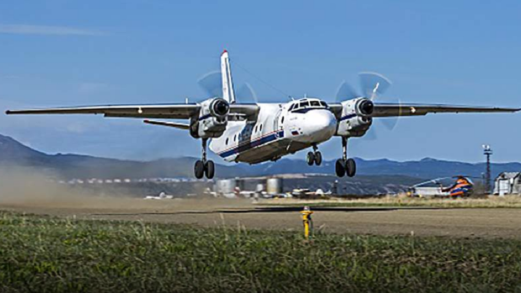 Спасатели нашли обломки Ан-26, на борту которого было 28 человек. Все, что известно о крушении самолета