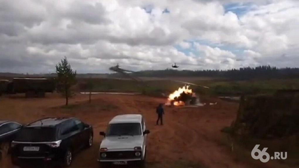 На учениях «Запад-2017» боевой вертолет случайно дал залп по толпе зрителей, есть раненые. Видео
