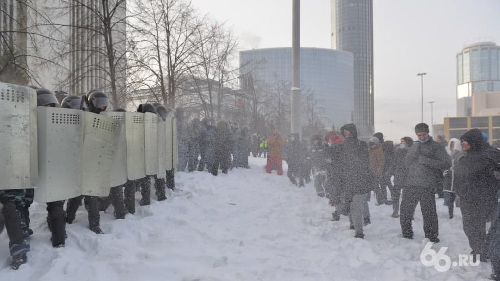 В Екатеринбурге завели дело на участника протестной акции, бросившего светошумовую гранату в ОМОН