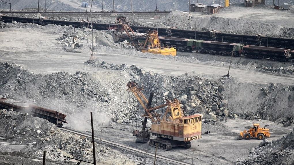 В Свердловской области второй месяц падают объемы промпроизводства. Это худший показатель по УрФО