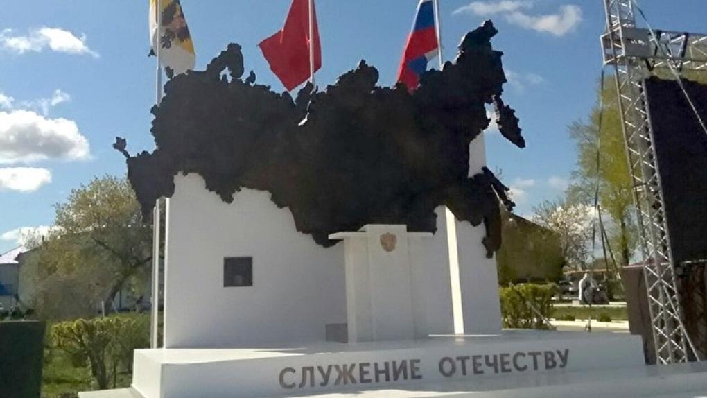 В России установили памятник Владимиру Путину без Владимира Путина. Фото