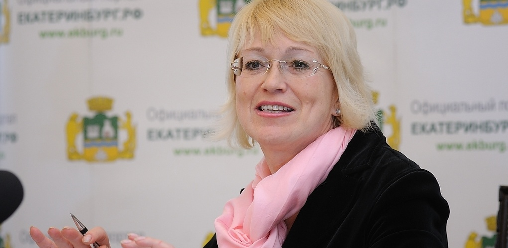 «Все вопросы — к работодателю». Областной депутат тщетно пытается уволить Евгению Умникову