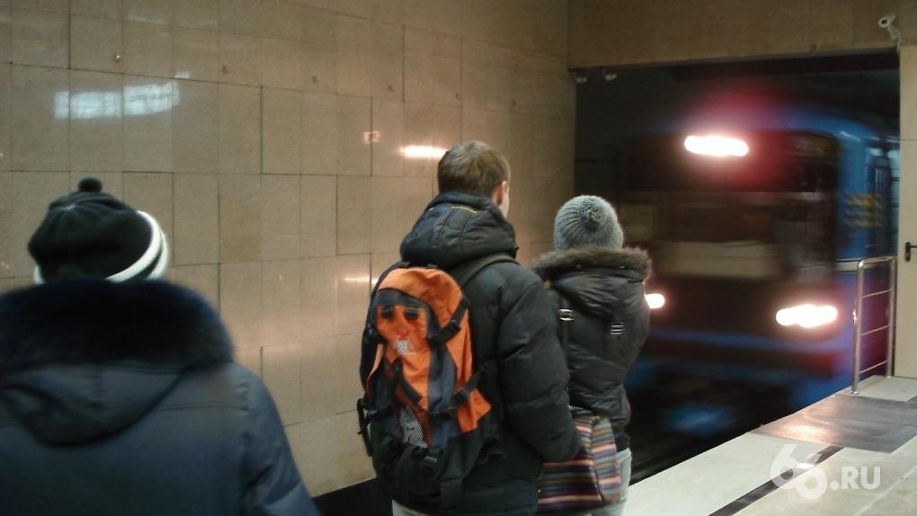 В метро Екатеринбурга начали объявлять станции на английском языке. «Звучит устрашающе»
