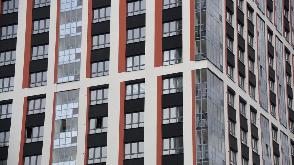 В Екатеринбурге снизились цены на квартиры в новостройках, тогда как по всей России они растут